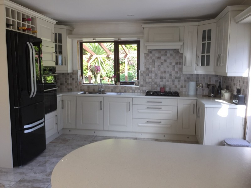Hampton painted mussel kitchen by Barrettkitchens,milford